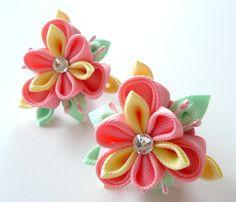 Flores de tela Kanzashi. Conjunto de 2 colas de caballo. por JuLVa