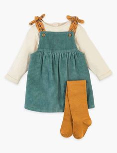 Baby Outfits, Outfits Niños, Baby Girl Fashion, Kids Fashion, Cord Pinafore Dress, Girls Pinafore Dress, Girl Falling, Cute Baby Clothes, Baby Month By Month