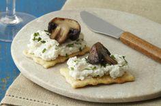 Add 1/2 tsp garlic powder, too. Roasted Cremini Mushrooms with Ricotta-Parmesan Spread | Snackpicks - Ideas to Snack On