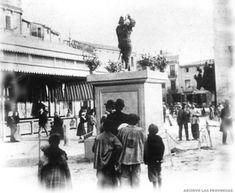 1902.03. La falla de la Plaza Mayor de Ruzafa, plantada frente al nuevo edificio del Mercado. FOTO LAS PROVINCIAS.