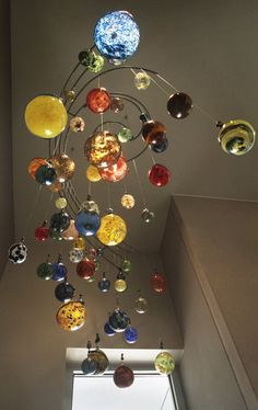 """Globes,"" a blown glass art sculpture by Jeff Rothenberg, M. This makes me smile! Fused Glass, Stained Glass, Blown Glass Art, Kinetic Art, Hanging Mobile, Glass Ball, Glass Ornaments, Colored Glass, Wind Chimes"