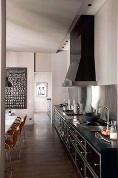 une cuisine de malouini re dans le style la cornue grande hotte noir cuivre lot. Black Bedroom Furniture Sets. Home Design Ideas