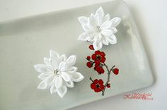 White Snowflake Tsumami Kanzashi Fabric Flower Hair Clips