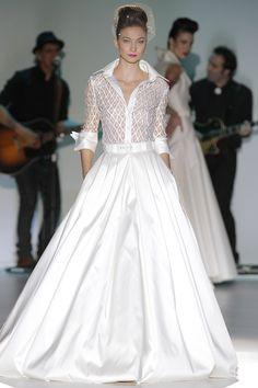 Stylish Wedding Outfit from Isabel Zapardiez Bridal Collection Wedding Dresses 2014, Designer Wedding Dresses, Wedding Attire, Wedding Gowns, Wedding Robe, Wedding Dressses, White Fashion, Look Fashion, Evening Dresses