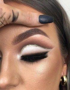 Makeup Gold Eyeshadow Glitter Eyeliner 49 Super Ideas #makeup #EyeMakeupGlitter Gold Cut Crease, Cut Crease Eyeshadow, White Eyeshadow, Blending Eyeshadow, Cut Crease Makeup, Glitter Eyeshadow, Eyeshadow Makeup, Nyx Glitter Liner, Eyeshadow Palette