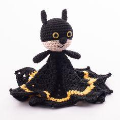 Amigurumi Batman snuggle http://www.dendennis.nl/pattern/free-amigurumi-pattern-batman-snuggle/