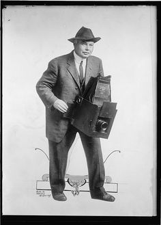Old School Photos of People Posing With Old School Cameras XXQaqeb
