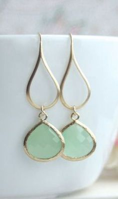 Mint Gold Glass Drop Dangle Earrings. Mint and Gold