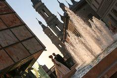 Una bonita imagen el día de la boda de Iván y Esmeralda en la Plaza del Pilar de Zaragoza.