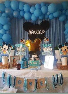 Montaje cliente tarta Mickey Mouse. Mickey Mouse, Birthday Cake, Cupcakes, Desserts, Food, Fondant Cakes, Lolly Cake, Candy Stations, One Year Birthday