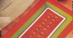 Uma pausa nas blusinhas e encontrei este lindo tapete, vermelho e verde, lembrando Natal. Trabalhado com linha grossa, dois fios juntos, ag...
