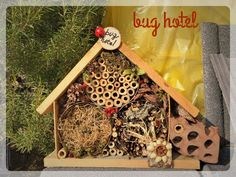 Hotel per Insetti! Bug Hotel, Christmas Ornaments, Holiday Decor, Home Decor, Decoration Home, Room Decor, Christmas Jewelry, Interior Design, Christmas Decorations