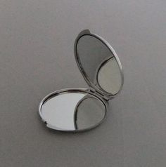 10 Round Compact Mirror DIY with flat base by addicted2glassfusion, $28.00