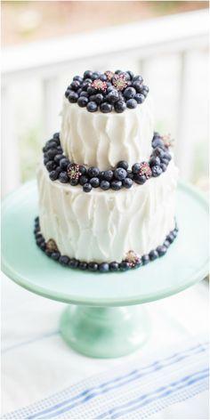 Wedding cake, brunch wedding, fresh blueberries, white buttercream, aqua-blue stand // The Click Chick