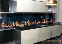 Keukenglas levert en plaatst glazen keuken achterwanden met ledverlichting. In alle kleuren en diverse maten mogelijk. Offerte aanvraag duurt 1 minuut!