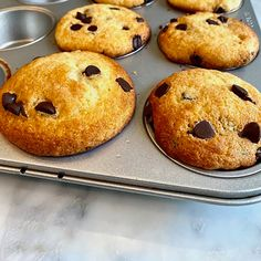Muffins aux pépites de chocolat   Ricardo Chocolate Chip Muffins, Chocolate Desserts, Chocolat Recipe, Muffin Bread, Vegetarian Chocolate, Cookies Et Biscuits, Muffin Recipes, No Bake Cake, Delicious Desserts