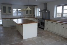 A local property developer used our lovely Rustic Travertine tiles in this large kitchen. The cream units sit perfectly against the tiles and the warm tones are reflected in the oak worktops. Perfection.