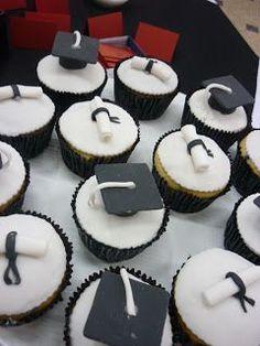"""""""Muffins de la tía"""": Cake, cupcakes y alzadas para la graduación de Nicolás Graduation Party Themes, Graduation Cupcakes, Graduation Decorations, Grad Parties, Cupcake Party, Cupcake Cookies, Casino Cakes, Creative Food, Cake Decorating"""