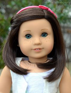 Show me all your dolls with freckles! | American Girl Playthings!