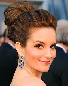 Tina-Fey_2012-Academy-Awards-red-carpet - Tina Fey – Dress: Carolina Herrera; Jewelry: Bulgari – 48-carat sapphire and 3-carat emerald earrings and a 15-carat sapphire and 4-carat emerald ring