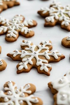 You'll be surprised how simple it is to make these healthier easy gingerbread cookies! No crazy ingredients required and perfect to make for the holidays! Healthy Gingerbread Cookies, Healthy Christmas Cookies, Gingerbread Decorations, Christmas Gingerbread, Ginger Bread Cookies Recipe, Cookie Recipes, Healthy Snacks To Make, Healthy Desserts, Christmas Desserts