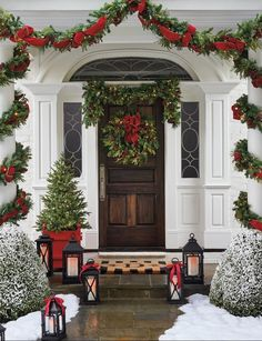 Set the holiday scene in an instant with a mixture of greenery that's amazing! Noel Christmas, Rustic Christmas, Traditional Christmas Decor, Home For Christmas, Christmas Ideas, Elegant Christmas Decor, Christmas Greenery, Christmas Mantels, Christmas Greetings