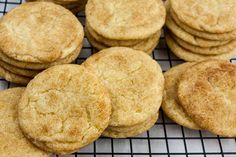 The Best Chewy Snickerdoodle Cookies - Slightly crisp edges, cinnamon sugar crackle top with a soft chewy center. That's the classic Snickerdoodle cookie in a nutshell. Chewy Snickerdoodle Cookie Recipe, Soft Cookie Recipe, Easy Cookie Recipes, Baking Recipes, Cookie Ideas, Cocoa Cookies, Yummy Cookies, Pumpkin Biscotti, Crackle Cookies