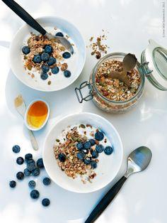 yoghurt, granola and blueberries