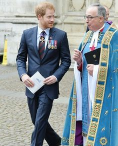 Prince Harry Photos - Prince Harry (L) and Rev Dr John Hall, Dean of Westminster (R) attend ANZAC Day service at Westminster Abbey on April 2016 in London, England. Prince Harry 2016, Prince Harry Of Wales, Prince Harry Photos, Prince Henry, Prince Philip, Prince William, Hyde Park Corner, Prinz Harry, Anzac Day