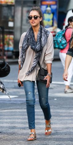 Love this casual look. Really want those sandals!