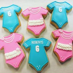 Touchdowns or tutus, which will it be?!? We'll find out tomorrow at 3!! My first run at gender reveal cookies, so excited to be part of the surprise, I can barely take it anymore!!  #2chicksandacookie #cookies #genderreveal #touchdownsortutus