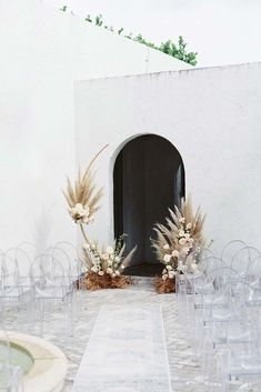 We've noticed a new variation of the boho wedding trend emerging which is urban boho. Taking all the most popular elements and adding unexpected textures. Modern Minimalist Wedding, Minimal Wedding, Modern Boho, Wedding Trends, Boho Wedding, Wedding Ceremony, Modern Wedding Ideas, Dream Wedding, Strictly Weddings
