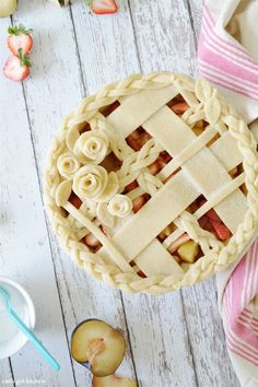 Curly Girl Kitchen: Strawberry Plum Lattice Pie with Beautiful CRUST! Köstliche Desserts, Delicious Desserts, Dessert Recipes, Plated Desserts, Slow Cooker Desserts, Pie Recipes, Baking Recipes, Beautiful Pie Crusts, Pie Crust Designs