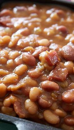 The Best Slow Cooker Baked Beans. Tried this recipe and it was delicious! If ever you wanted a killer recipe for baked beans, you need look no farther. These hands down are the best homemade baked beans youll taste. Baked Beans Crock Pot, Slow Cooker Baked Beans, Homemade Baked Beans, Baked Bean Recipes, Crock Pot Food, Best Slow Cooker, Crockpot Dishes, Crock Pot Slow Cooker, Slow Cooker Recipes