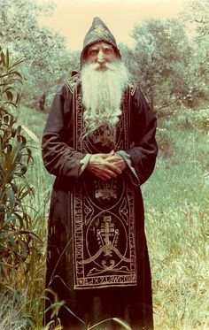 The Elder Papa Tychon of Mt. Athos) was his disciple and took care of him in his latter years. Character Inspiration, Character Design, Russian Orthodox, Byzantine Icons, Orthodox Christianity, Orthodox Icons, Medieval Fantasy, Kirchen, Dark Art