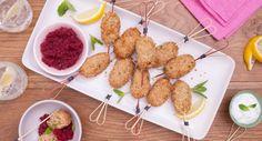 Tuna Kofta with Mint Yoghurt Sauce Finger Food Appetizers, Finger Foods, Appetizer Recipes, Spring Recipes, Beetroot, Lunch Recipes, Tuna, A Food, Food Processor Recipes