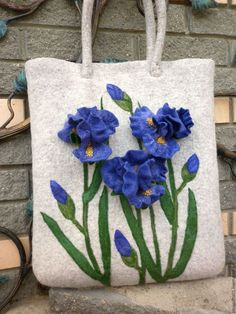 Felt bag with flowers by Oksana Patrikeeva Felted Wool Crafts, Felt Crafts, Felt Flowers, Fabric Flowers, Felt Purse, Ribbon Art, Embroidered Bag, Patchwork Bags, Fabric Bags