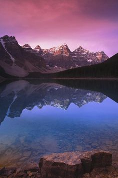 Valley of Ten Peaks in Canada - Crazy beautiful pictures from around the world