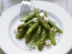 Grüner Spargelsalat mit Tofu