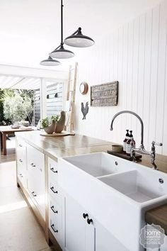 What is a Belfast sink? What makes it different from a butler sink? How can you incorporate it into your home? We'll answer these questions and more! French Kitchen Decor, Country Kitchen Designs, French Country Kitchens, Farmhouse Style Kitchen, Farmhouse Ideas, Kitchen Sink Lighting, Kitchen Sink Design, Stylish Kitchen, New Kitchen