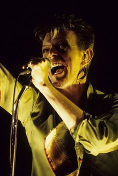onlydavidbowie... - queen-goblin-approximately: David Bowie - Live...