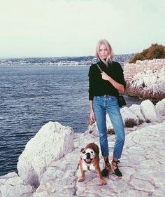 Jean taille haute 7/8 + espadrilles + pull court = le bon mix - Tendances de Mode