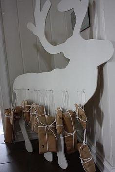 Leuk voor kerst dit grote witte (houten) rendier!