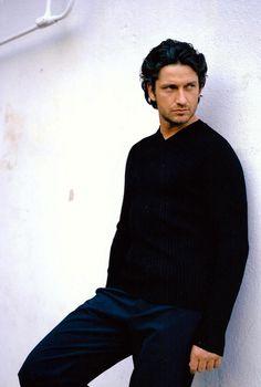 An early Gerard Butler photo.