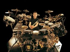 Listen to music from Neil Peart like Pieces Of Eight, Beulah Witch & more. Find the latest tracks, albums, and images from Neil Peart. Neil Peart, Trommler, Rush Band, Geddy Lee, How To Play Drums, Rockn Roll, Progressive Rock, Drum Kits, Best Rock
