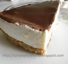 CHEESECAKE CU CIOCOLATA   Nutella, Easter Pie, Romanian Desserts, Cheesecakes, Biscuit, Panna Cotta, Caramel, Food And Drink, Ice Cream