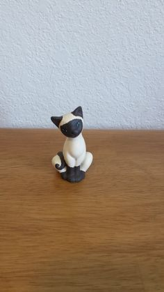 Ceramic Small Siamese with tail on left x 1 x Made in Plymouth, Wis Plymouth, Biscuit, Family Furniture, Clay Cats, Polymer Clay Dragon, Siamese Kittens, Owning A Cat, Super Cute Animals, Clay Design
