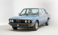 BMW E12 520. Not as good looking as the Bavaria (E3) in my opinion. Nice color though...