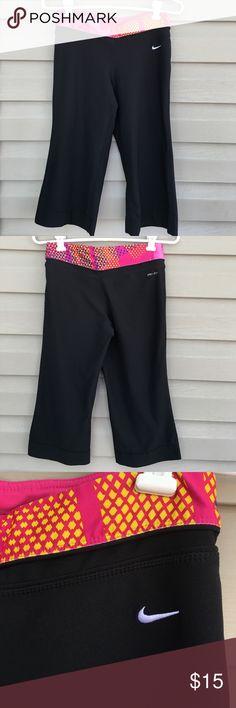 "Nike women's Capri pants Nice women's Capri length pants 18"" inseam. 88% polyester 12% spandex.no snags, stains or holes Nike Pants Capris"