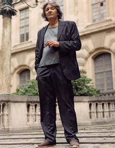 Rudy Ricciotti rocks a black cotton suit and espadrilles.